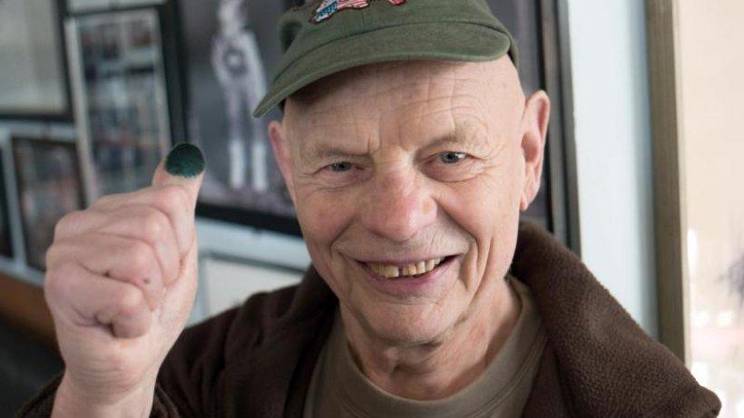 Aktionskünstler Wagin wird 90 und will Sonnenblumen aussäen