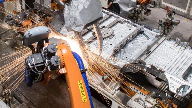 Autoland ausgebrannt? - Schlüsselbranche im Doppel-Umbruch