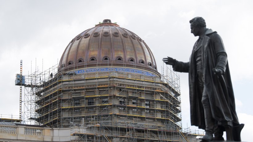 Humboldt Forum erhält umstrittenes Kreuz auf der Kuppel