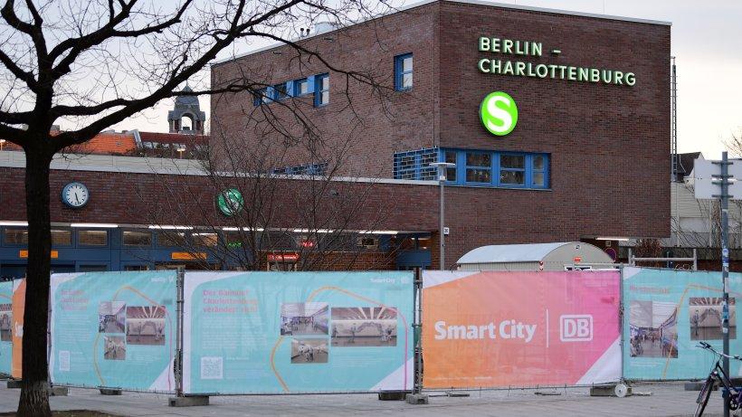 Berlin Charlottenburg: Open-Air-Kino am S-Bahnhof