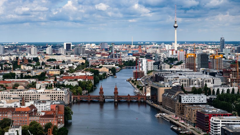 Corona-Newsblog Berlin: 930 Neuinfektionen, ein weiterer Todesfall