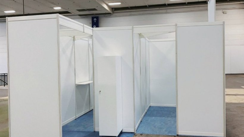 Impfzentrum in Berlin: Messe probt Aufbau der ersten Kabinen