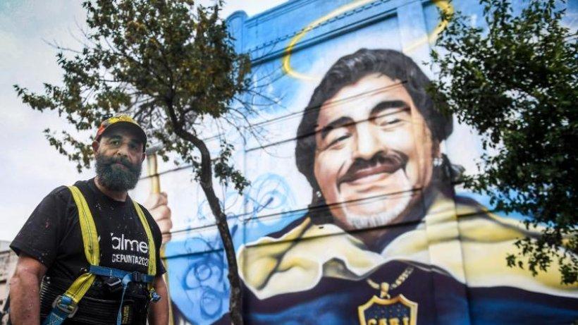Maradonas Erbe: Heiligenverehrung und Schlammschlacht