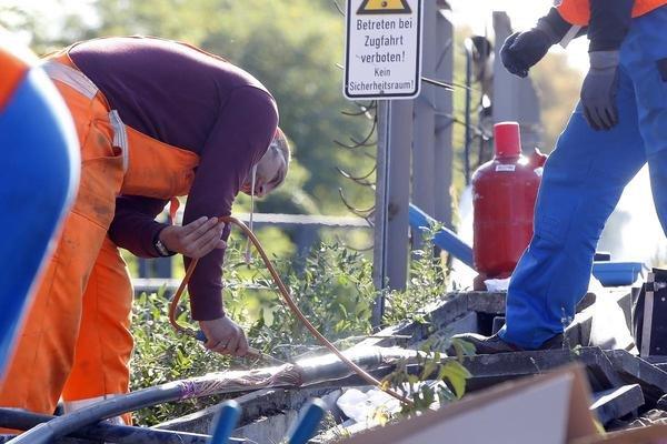 Bauarbeiter während der Reparaturarbeiten.