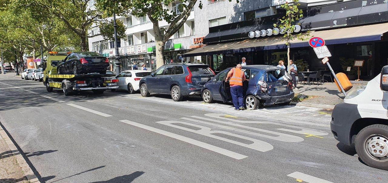 Auch einen Tag später sind noch Spuren des Unfalls zu sehen.