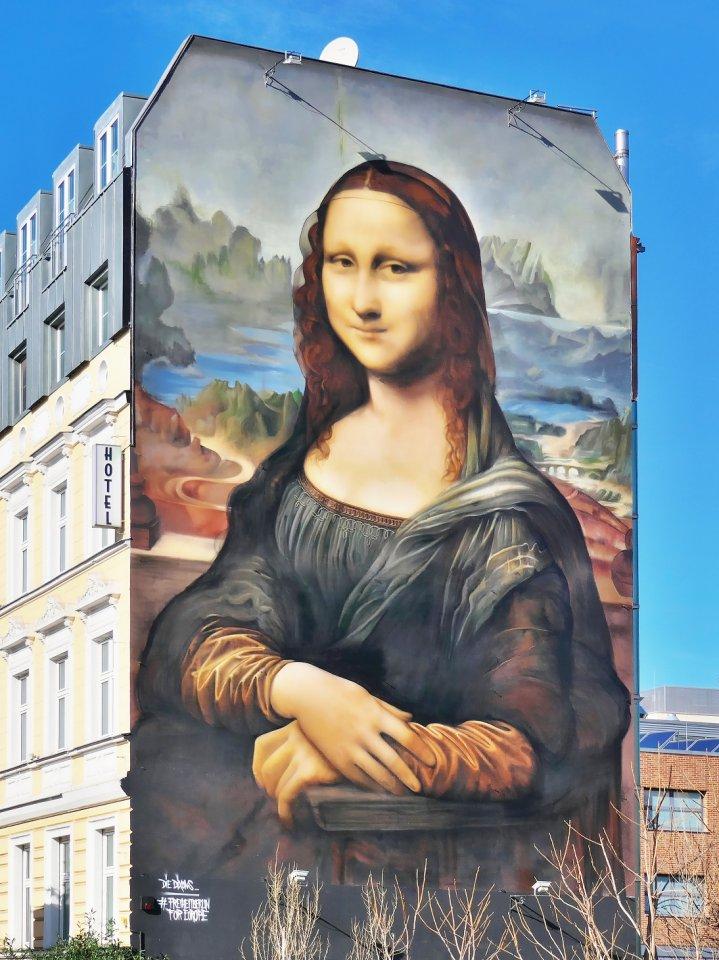 """Die """"Mona Lisa"""" ging nach der Abbildung an der Mühlenstraße auf die Fahrt zu anderen Ausstellungsorten."""