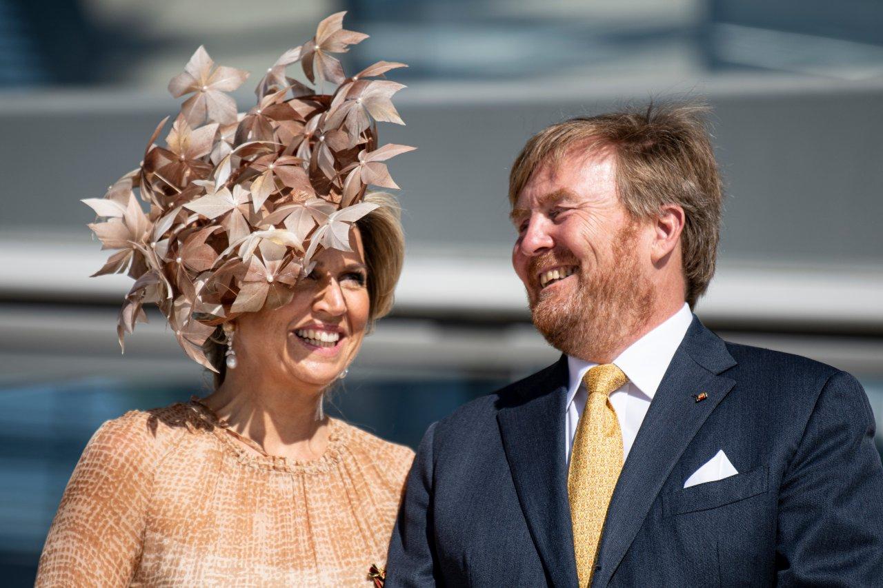 Kleid und Blätterhut sind nicht neu: Máxima trägt ihre Outfits nicht nur einmal. In Ascot war sie schon einmal darin zu sehen.