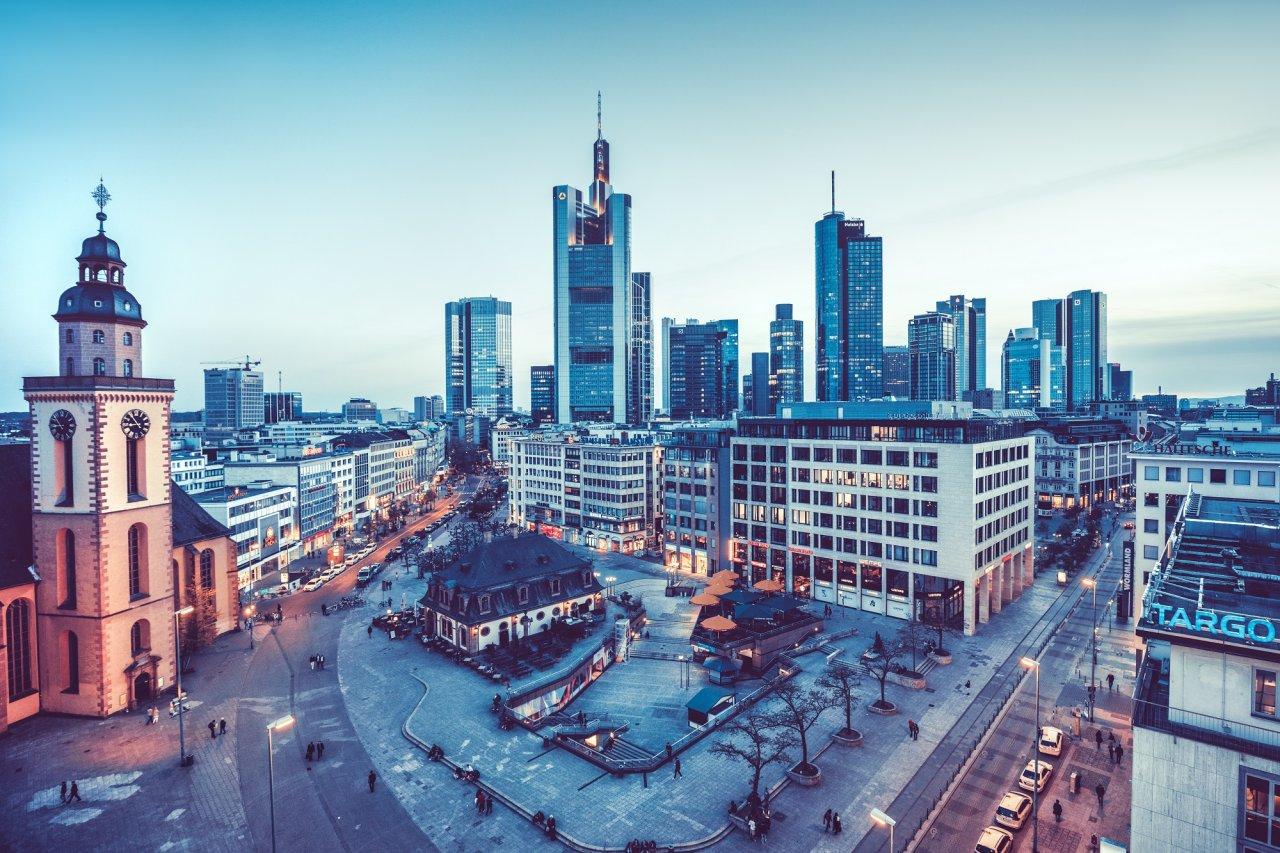 In der Bankenmetropole Frankfurt ist der Hauptsitz von Hüttig & Rompf.