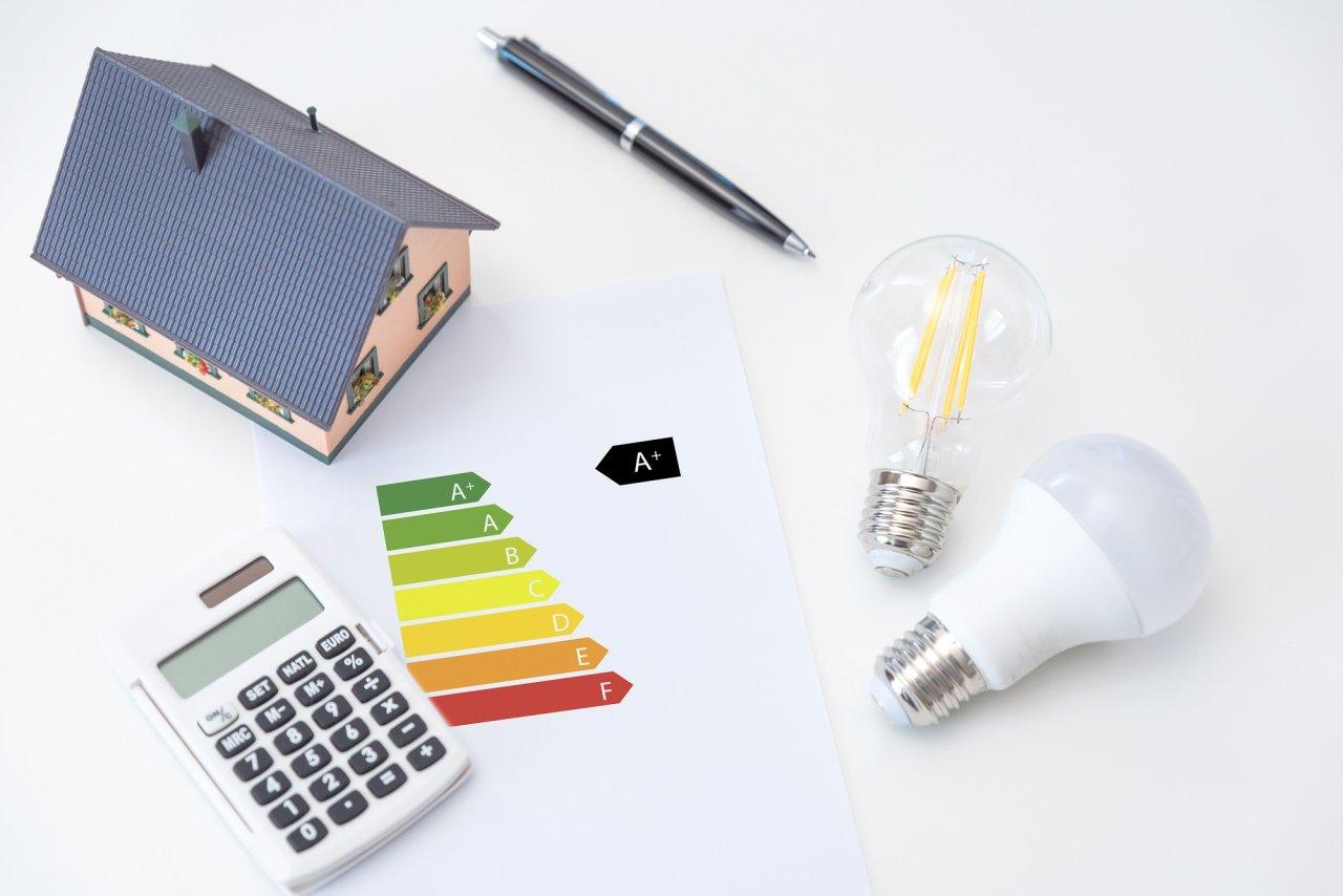 Durch Energieeffizienz beim Hausbau können Sie viel sparen.