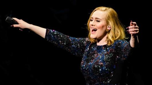Adele bei ihrem Auftritt in der Mercedes-Benz-Arena