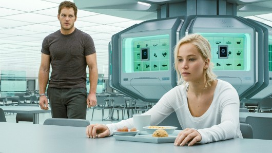 Sitzen für immer auf ihrem Raumschiff fest: Der Ingenieur Jim Preston (Chris Pratt) und die Journalistin Aurora (Jennifer Lawrence)