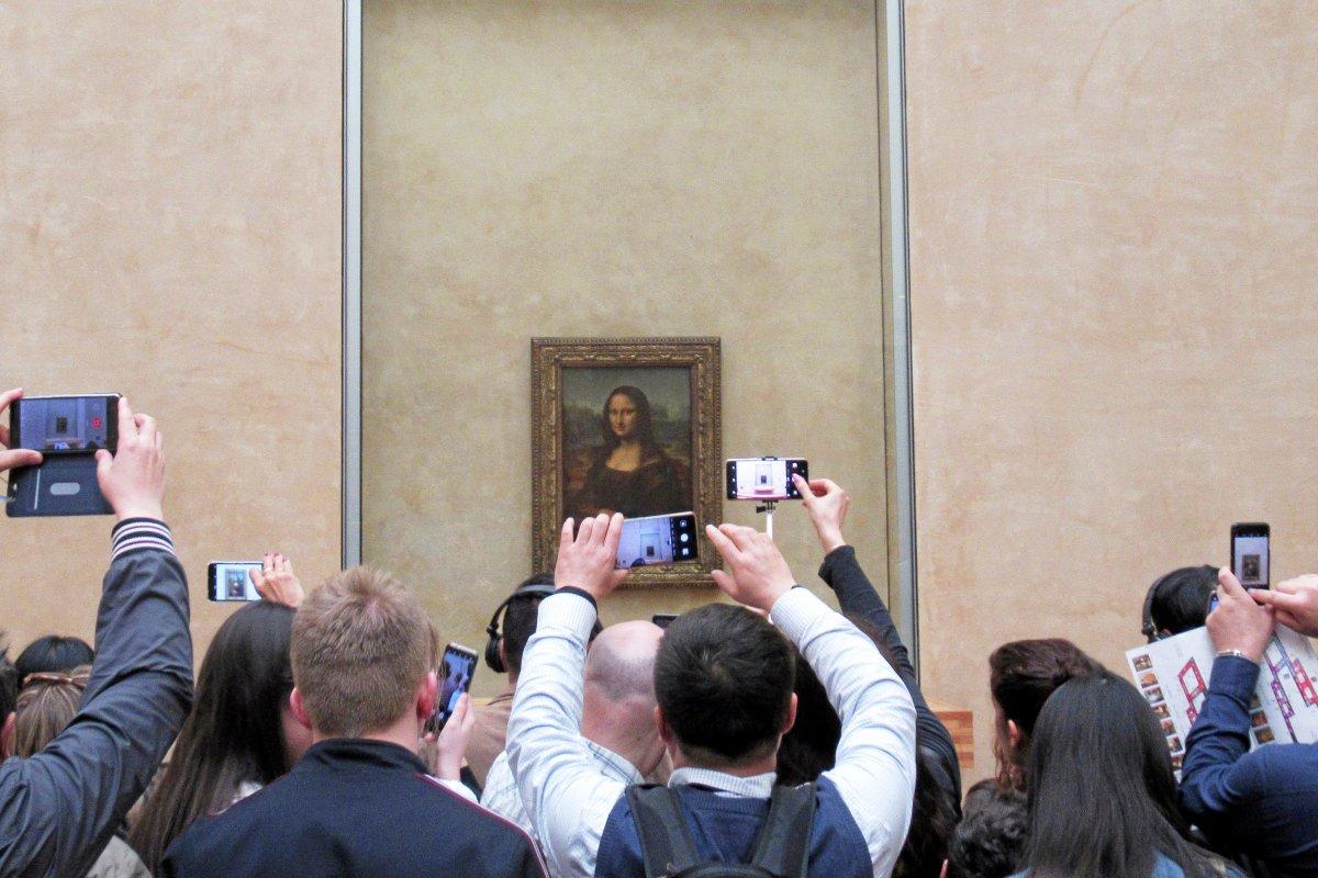 Zoom und weg: Ein Selfie mit der Mona Lisa