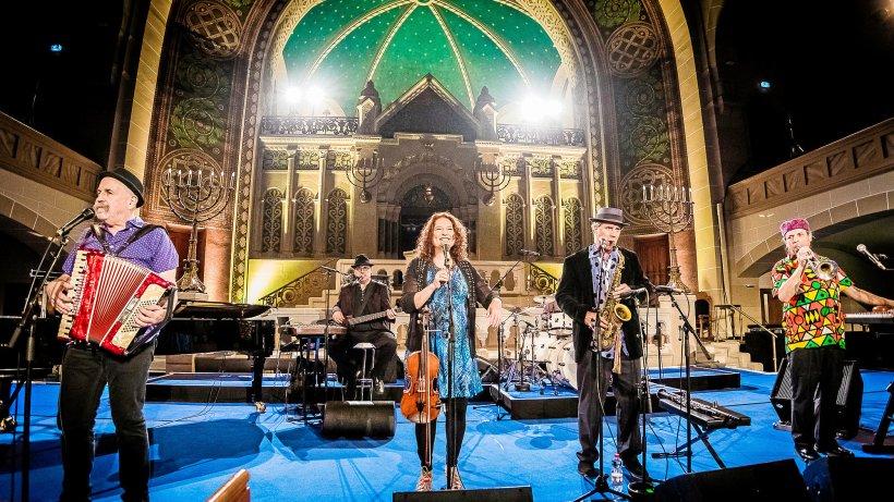 Tanzen, hüpfen, fröhlich sein mit den Klezmatics - Berliner Morgenpost