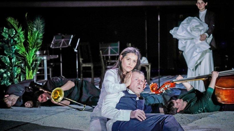 Theater: Viel Staub ums Sterben