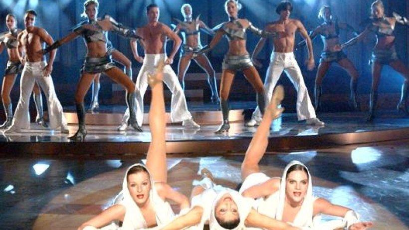 1400 choreographien und viele lange beine