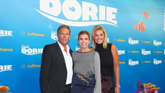 """Christian Tramitz (spricht """"Marlin""""), Anke Engelke (spricht """"Dorie""""), Franziska van Almsick (als """"Lautsprecherstimme"""") beim Empfang auf dem Roten Teppich"""