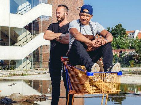 """Kristof Mulack (links) und Martin Müller haben kürzlich die """"Tisk Speisekneipe"""" eröffnet"""