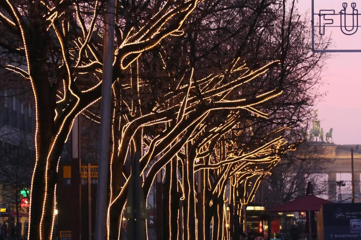Unter Den Linden Weihnachtsbeleuchtung.Unter Den Linden Erstrahlt Wieder Im Lichterglanz Mitte