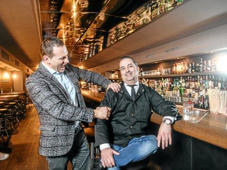 Geschäftsführer Stilian Laufer (l.) und Barchef Thomas Altenberger begrüßen ihre Gäste Mittwoch bis Sonnabend ab 19 Uhr.