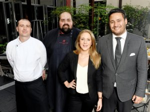Laden zum Morgenpost-Menü (v.l.): Gaetano di Stefano (Sous Chef), Davide Mazzarella (Küchenchef), Janna Schergel (Supervisor), Theo Rando (Restaurantleiter)