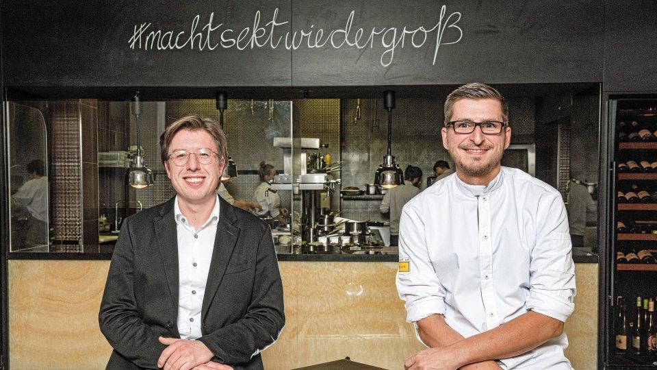 """Ihre Gastgeber im """"Restaurant am Steinplatz"""": Küchenchef Jean-Marc Komfort (r.) und Sommelier Yannick Kern."""