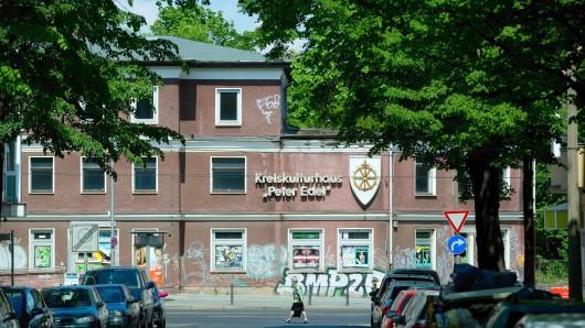 """Das Kulturhaus """"Peter Edel"""" steht seit 2007 leer. Früher war es Ort von Konzerten, Jugend- und Seniorentreffs. Auch ein Restaurant gehörte zu dem Freizeittreff in Sichtweite des Weißen Sees"""