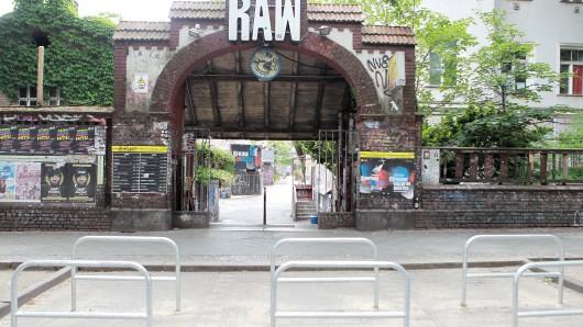 Vor dem RAW-Gelände sind die Parkplätze stark reduziert worden.