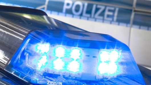 Laut Polizei soll der 34-Jährige seine 25 Jahre alte Ehefrau im Görlitzer Park überrascht und unvermittelt angegriffen haben