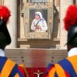 Auf dem Petersplatz in Rom hat Papst Franziskus Mutter Teresa heiliggesprochen.