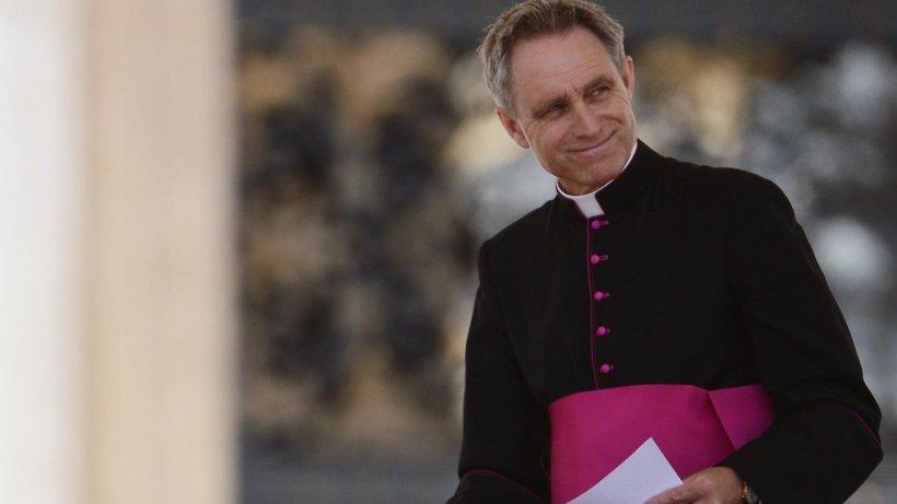 der george clooney des vatikans wird erzbischof