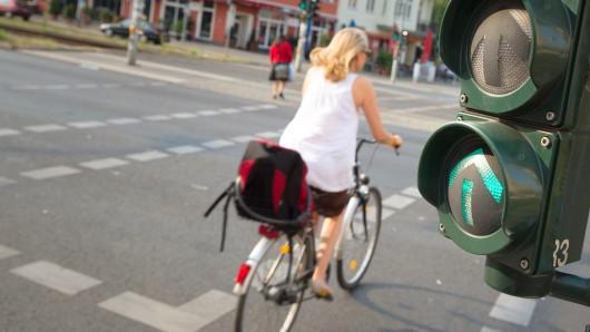 Stau vermeiden und was für die Gesundheit tun - Fahrradfahren bringt einige Vorteile. In der Hauptstadt ist die Verkehrssicherheit für Radfahrer aber nicht überall garantiert.