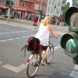 Eine Radfahrerin in Berlin