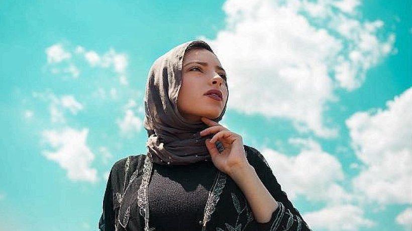 diese muslimin ist die erste frau mit kopftuch im  u201eplayboy