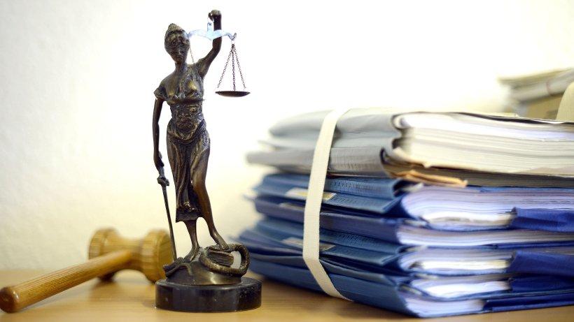 Gestohlene Aufenthaltstitel: Anklage gegen drei Männer
