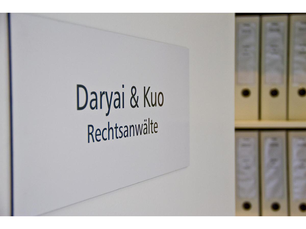 Die Rechtsanwälte Daryai & Kuo erklären, warum die außergerichtliche Einigung meistens die beste Lösung ist – und in welchen Fällen nicht.