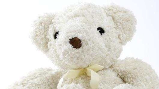 In Woltersdorf wurden kartonweise Teddybären von einem Laster gestohlen