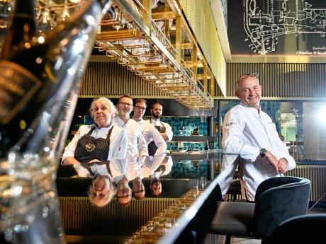 Thomas Kammeier mit seinem Team im Restaurant The Cord.