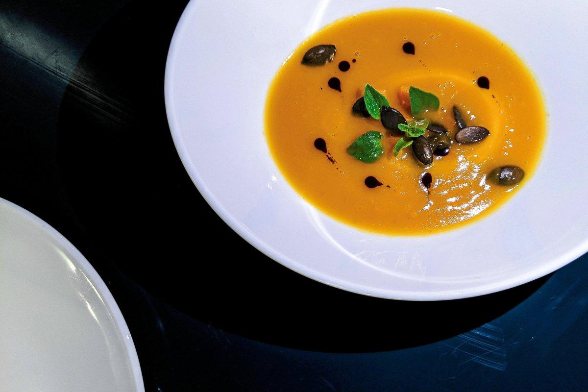 Kürbissuppe mit weißem Portwein von Dean Sprave