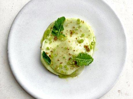 Kohlrabi, Petersilie, geröstete Hefe von Jean-Marc Komfort aus dem Restaurant am Steinplatz