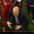 Pep Guardiola sprach im Kreis heftig auf seine Spieler ein