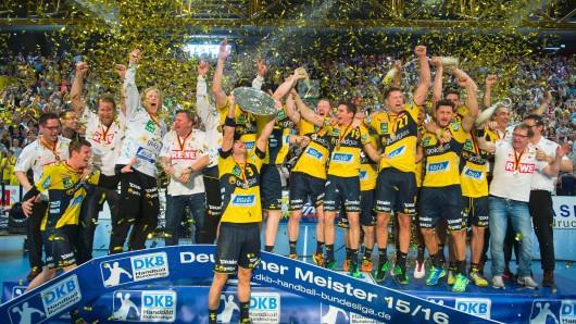 Endlich konnten Uwe Gensheimer (Mitte) und die Rhein-Neckar Löwen ihren Titel-Fluch ablegen