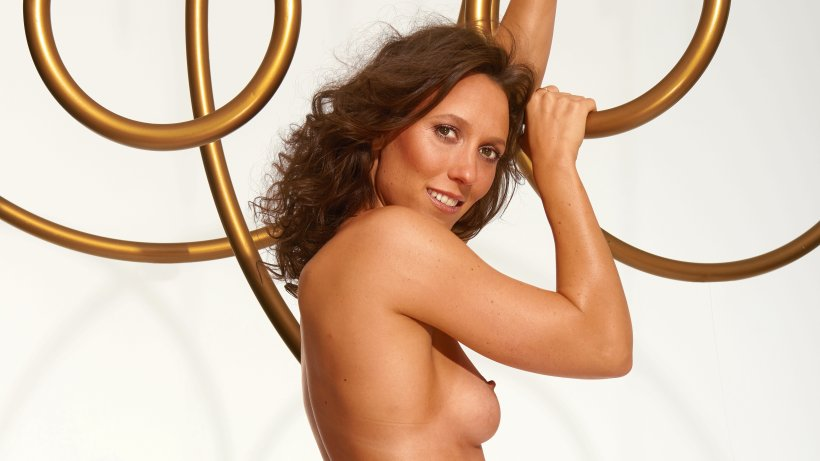 Playboy rintroduit une femme nue en couverture avec Sky