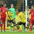 Dortmunds Pierre-Emerick Aubameyang (2.v.l) jubelt nach seinem Tor zum 1:0.