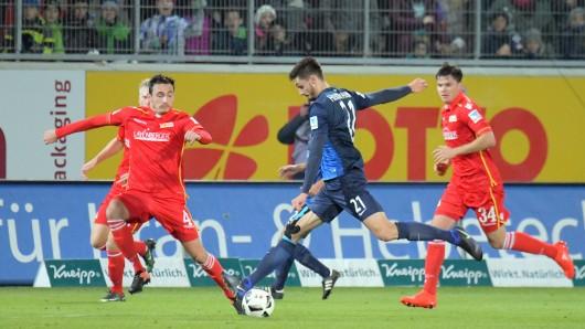 Heidenheims Tim Kleindienst (M) trifft zum 1:0
