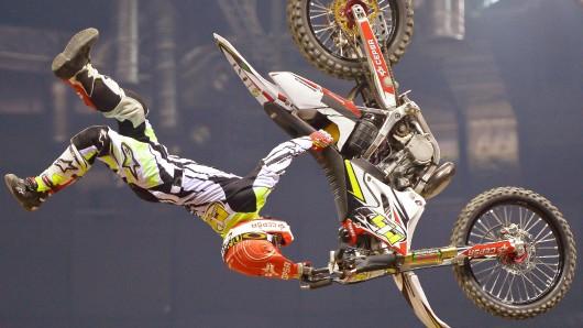 Sieht aus wie ein Unfall, ist aber einer der Spezialtricks von Weltmeister Maikel Melero, der zu den Stars in Berlin zählt