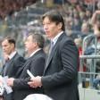 Eisbären-Trainer Uwe Krupp (r.) mit seinen Assistenten.