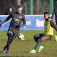Ondrej Duda (l.) trainierte am Dienstag erstmals nach seiner Knieverletzung wieder mit der Hertha-Mannschaft – hier im Duell mit Allan