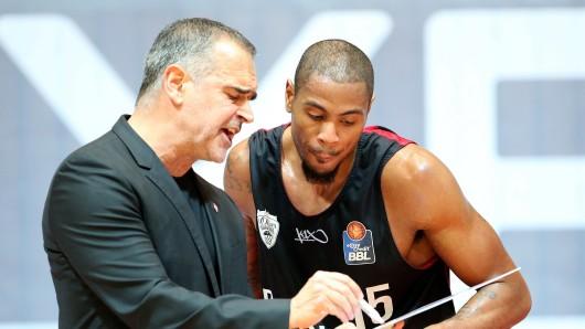 Trainer Dirk Bauermann und Lamonte Ulmer