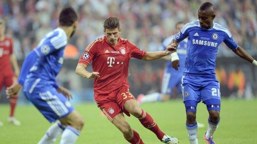 """2012 begegneten sich Salomon Kalou, damals für den FC Chelsea (r.), und Mario Gomez, im Bayern-Trikot, im Endspiel der Champions League. Der Favorit aus München unterlag im """"Finale dahoam""""  dem Außenseiter aus London im Elfmeterschießen"""