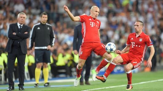 Franck Ribéry und Arjen Robben (v.r.) sind auf der Zielgeraden ihrer Karriere. Das weiß auch Bayern-Trainer Carlo Ancelotti (l.)